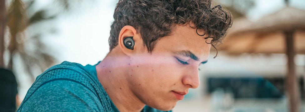 Earbuds vs. Earphones: What's the Difference?