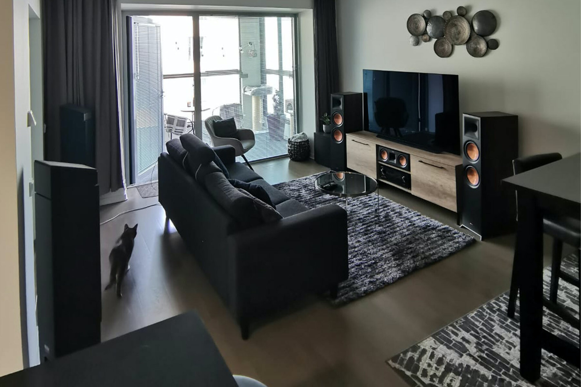 Finnish apartment with Klipsch Jamo speakers around a TV with area rugs