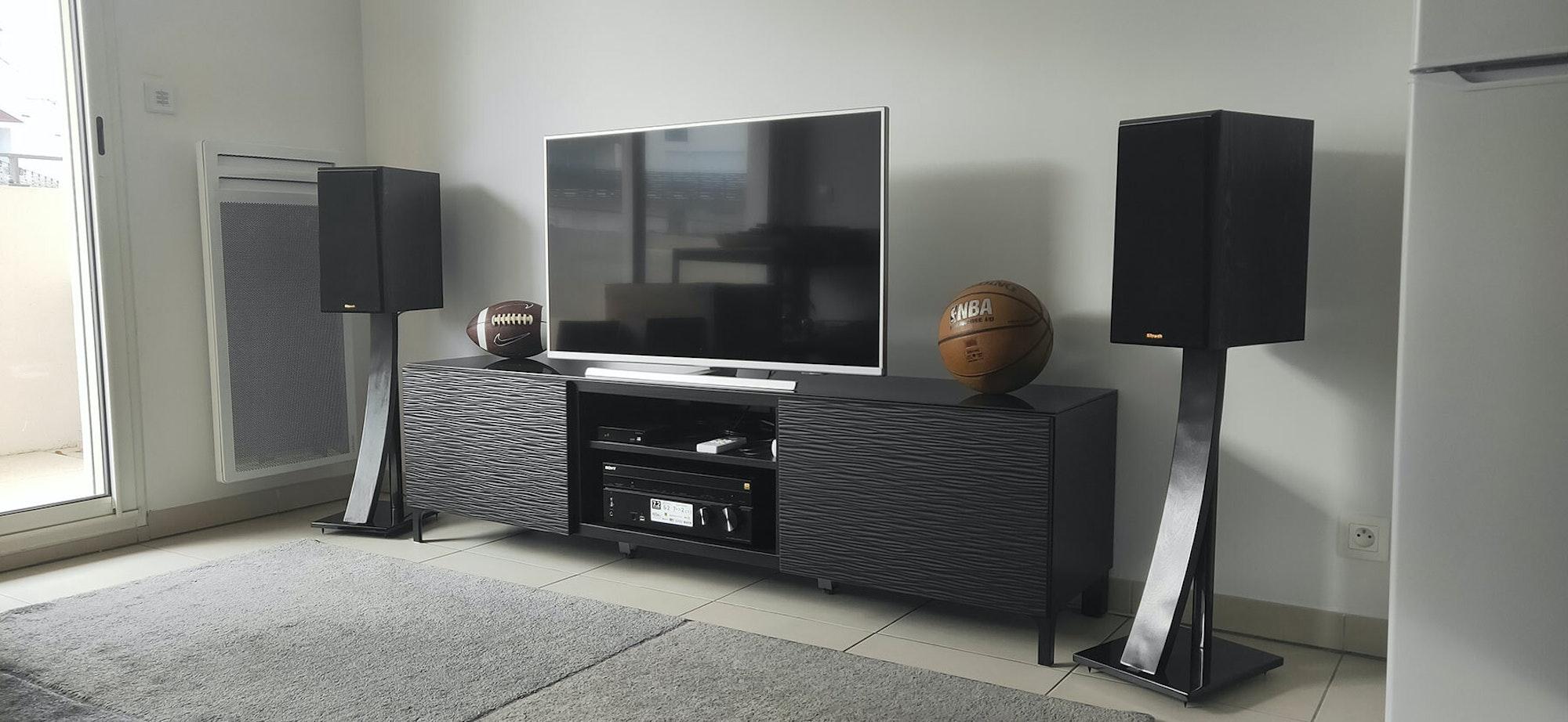 RP 600 M bookshelf speaker home theater setup with basketball