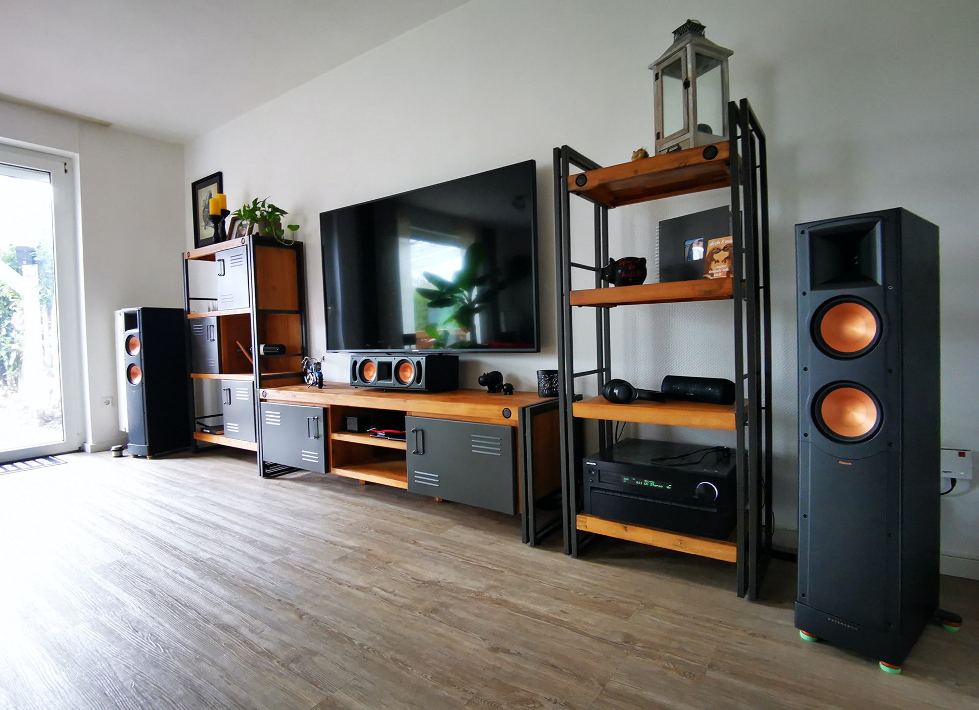 Somberg monday showcase klipsch home theater in living room