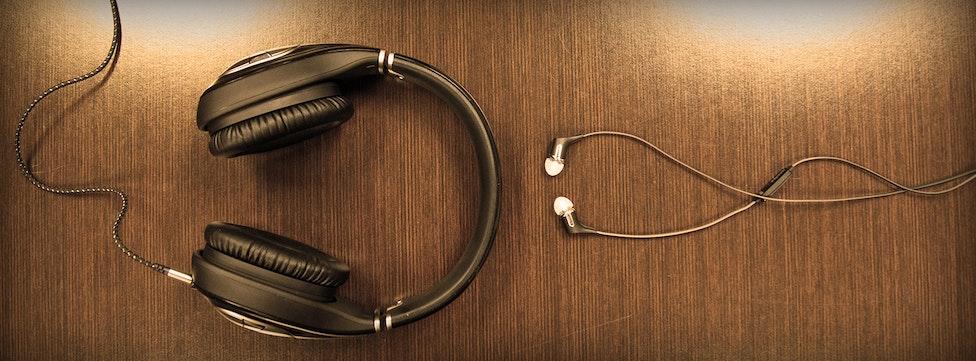 Comparing In-Ear vs Over-Ear Headphones