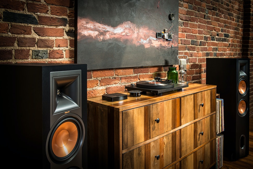 Klipsch Reference Powered Towers Lifestyle5 Sm